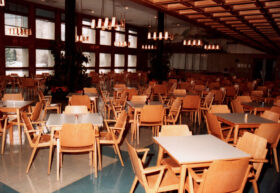 Speisesaal, später Haydnsaal in der Tabakfabrik Hainburg, Februar 1981